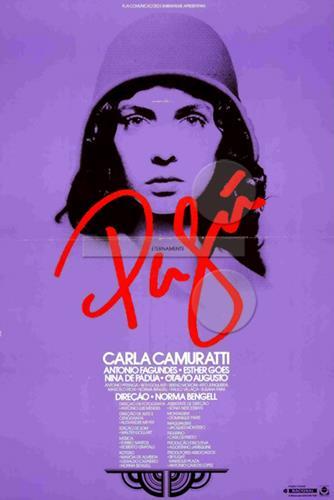"""Cartaz do filme """"Eternamente Pagu"""". Acima do título está uma mulher com capacete."""