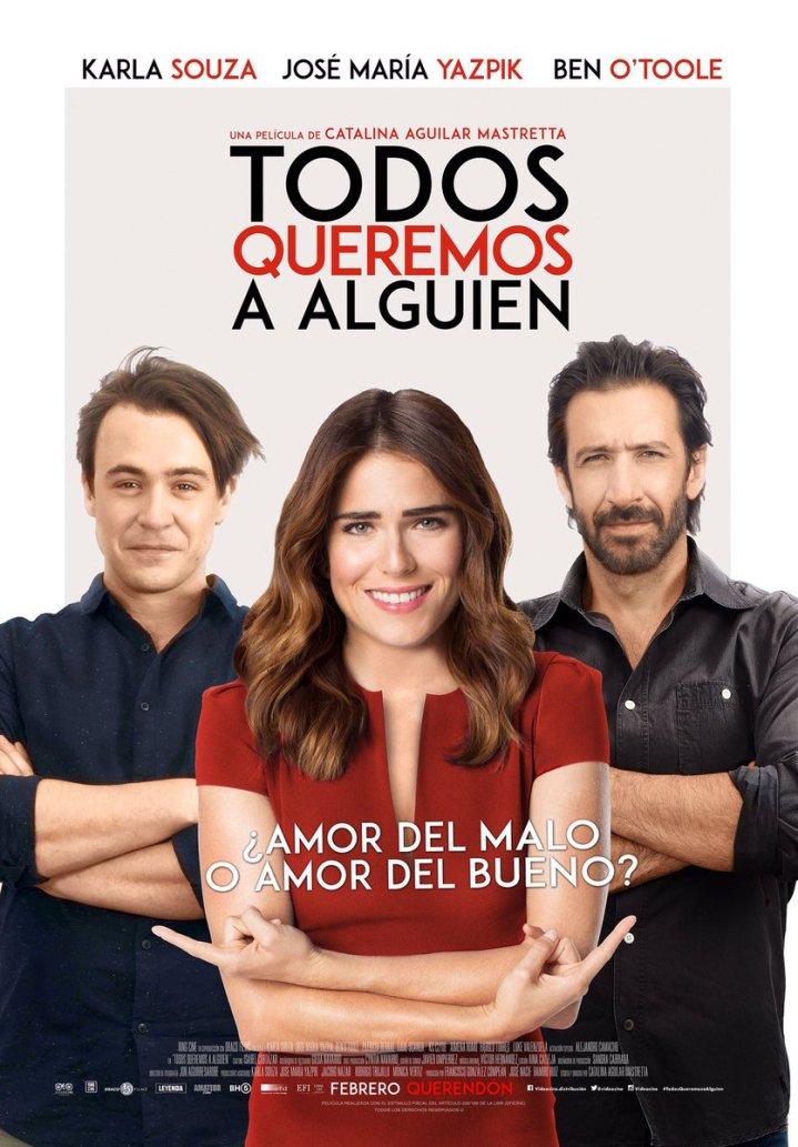 Cartaz do filme com o título em espanhol: Todos queremos a alguien. No centro uma mulher de vestido vermelho aponta para um homem a sua direita e outro a sua esquerda.